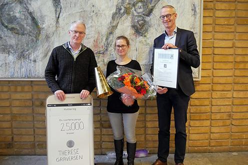 Institutleder Michael Sørensen, prisvinder Therese Graversen og prodekan Erik Bisgaard Madsen